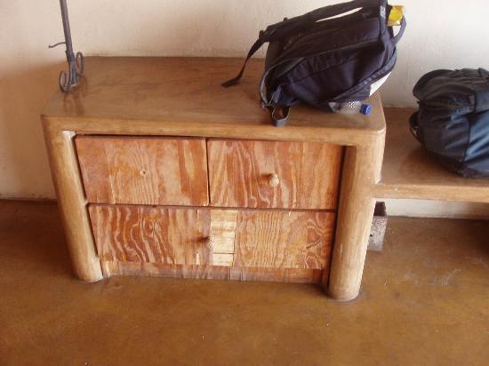 Chizarira Wilderness Lodge: furniture