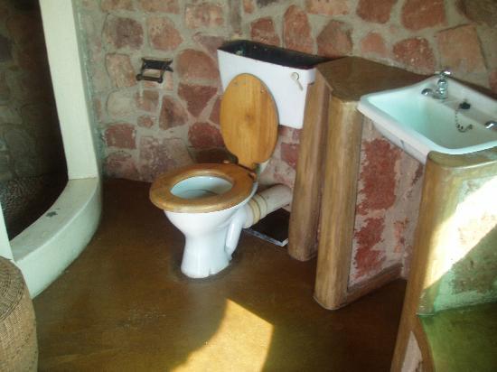 Chizarira Wilderness Lodge: bathroom