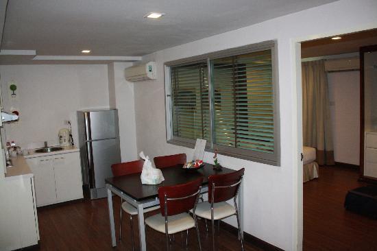 I Residence Hotel Sathorn: Living cum Dining area