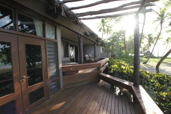 Yasawa Island Resort and Spa: Deluxe Bure - Decking