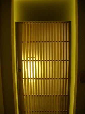 Hotel Kanra Kyoto: Entrance to room before the door