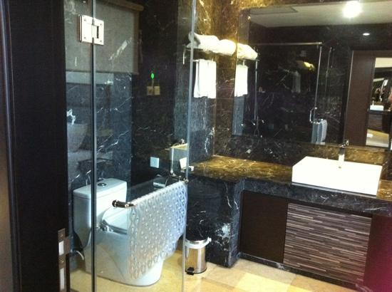 The BCC Hotel & Residence: nice bathroom