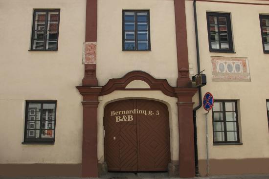 Bernardinu Guest House: View from the street