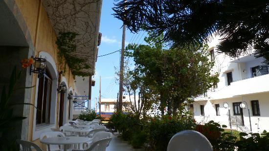 Hotel Floral: Breakfast terrace