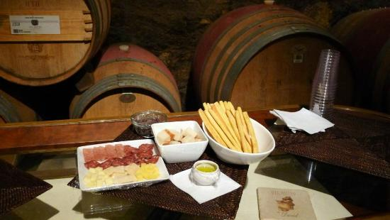 Del Dotto Vineyards & Winery : Cheese and meat platter, offered after our tour