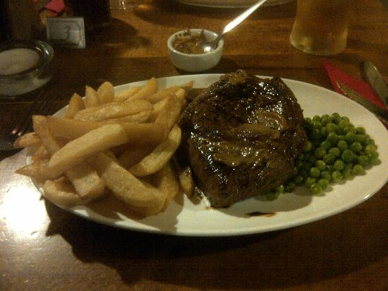The Butchers Arms: Steak, Chips, Peas and a pint for £6.95 - they are not small portions