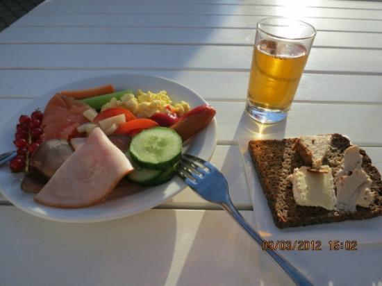 キルスティン, 朝食