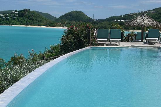 Cocobay Resort: Infinity pool