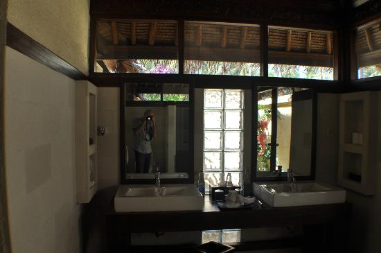 Kura Kura Resort: Pool villa bathroom