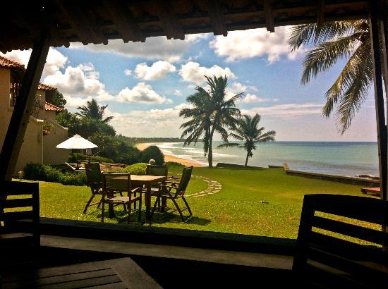 Saman Villas: beach