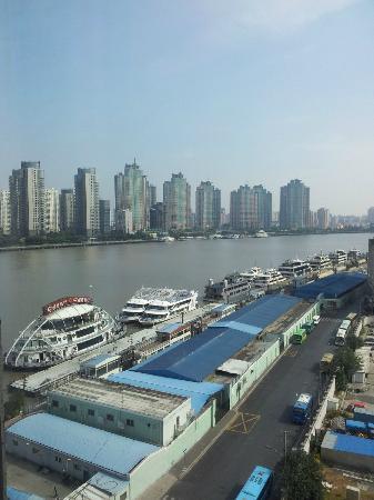 Hotel Indigo Shanghai on the Bund: View from my room (9/F) 