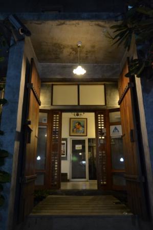 HI-Sukhumvit: main entrance
