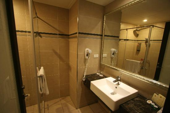 MRT Hotel: シャワールーム