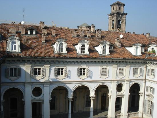 Piazzetta Consolata : cortile e abbaini