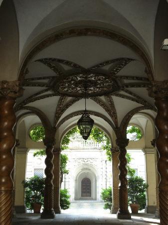 Piazzetta Consolata : confronto con palazzo asinari di san marzano