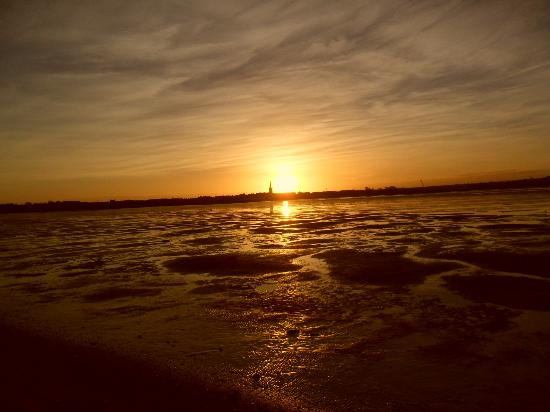 Montrose Basin Visitor Centre: Sunrise Over Montrose Basin at Lowtide