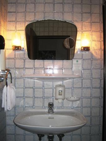 Binnewies City Hotel: Badezimmer