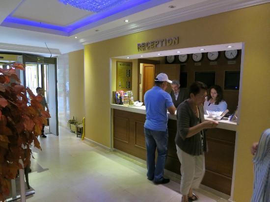 The City Hotel : Reception piccola!