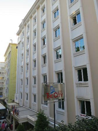 The City Hotel : Facciata albergo