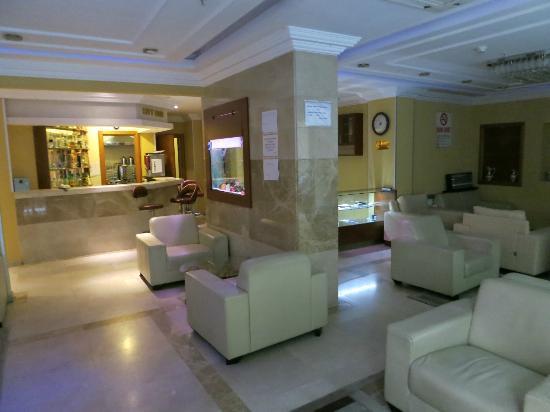 The City Hotel : Saletta attigua alla reception