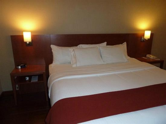 Holiday Inn Express Quebec City (Sainte-Foy): Bed