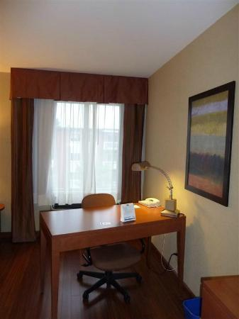 Holiday Inn Express Quebec City (Sainte-Foy): work area