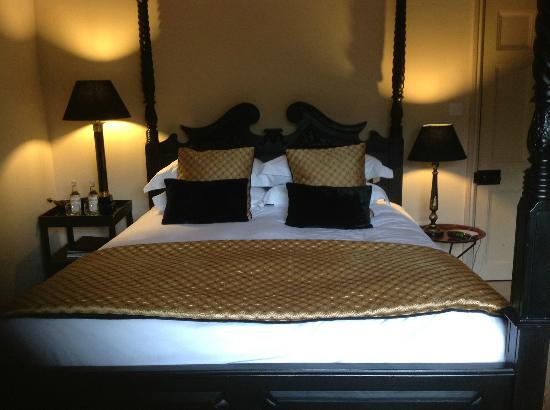 The Seagrave Arms: Four Poster Room
