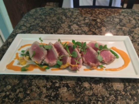 Fin Bistro: Blackened Tuna with long beans, tangerines and harissa vinaigrette