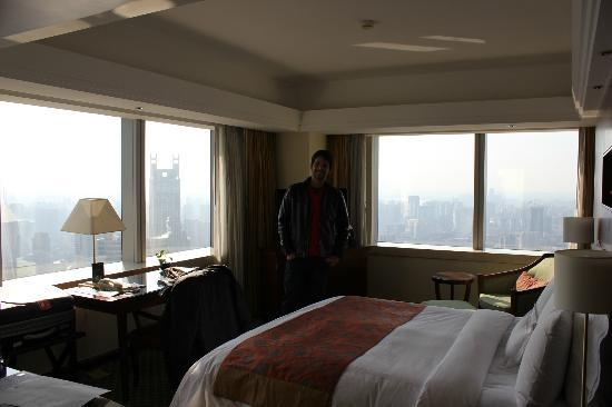JW Marriott Hotel Shanghai at Tomorrow Square: corner room at the 48th floor