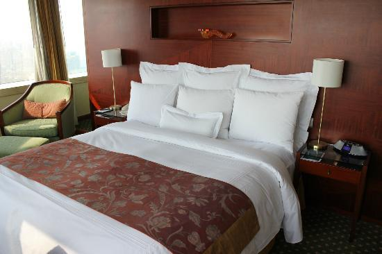 JW Marriott Hotel Shanghai at Tomorrow Square: big bed