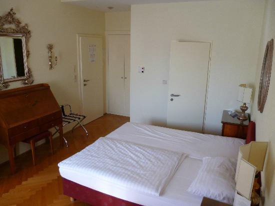 Hotel Regina: The room
