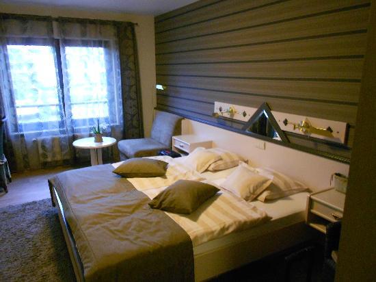 Hotel Butgenbacher-Hof: Mooie, ruime kamer ! ( Kamer 17 & 9 )