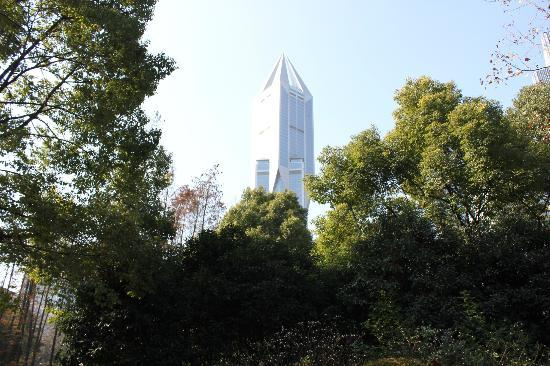 JW Marriott Hotel Shanghai at Tomorrow Square: the hotel from the park
