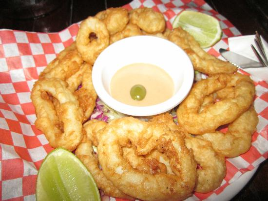Fusion Bar & Restaurant: Fried Calamari