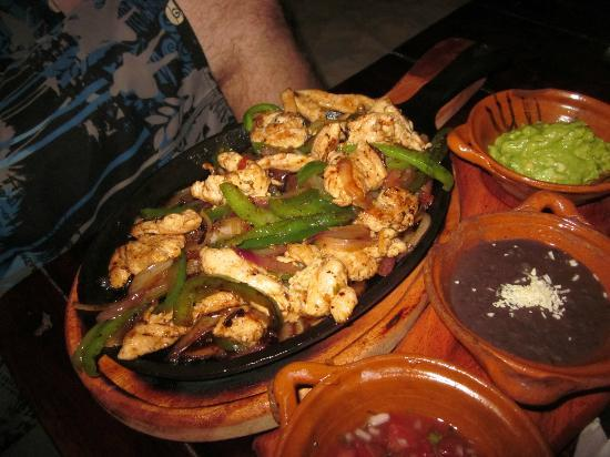 Fusion Bar & Restaurant : Chicken Fajitas