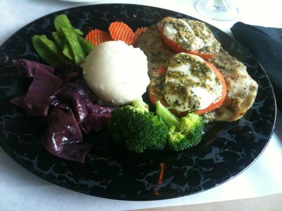 Sunshine Seafood Cafe: gegrillter Fisch mit Gemüse
