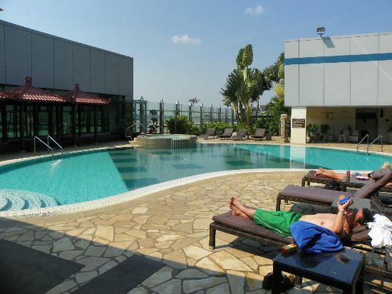 Ambassador Transit Hotel Terminal 1: pool is inviting