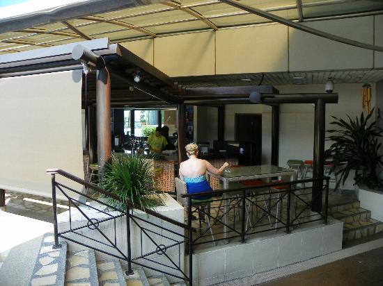 Ambassador Transit Hotel Terminal 1: pool bar area has a bit of shade