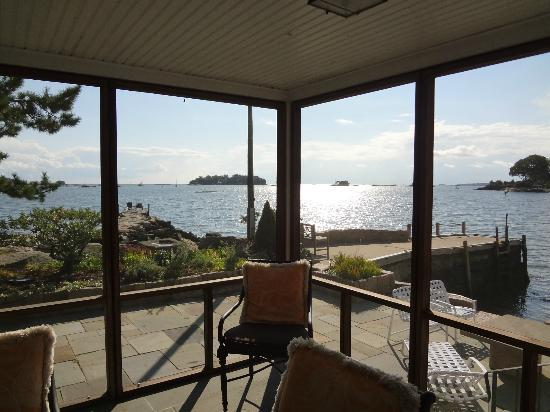 Thimble Islands Bed & Breakfast: Blick von Screen Porch