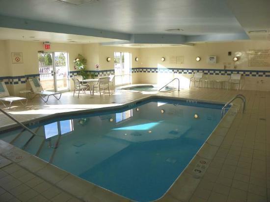 Fairfield Inn & Suites Newark Liberty International Airport: small indoor pool
