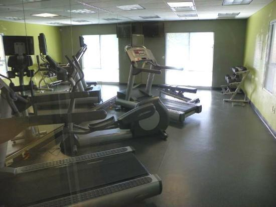 Fairfield Inn & Suites Newark Liberty International Airport: exercise room
