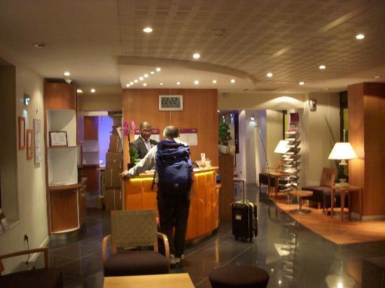 Mercure Paris Gare de L'Est Magenta: フロント02