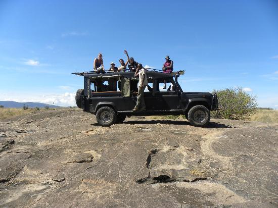 Enkewa Camp: De safari. Hay varios coches pero todos nos conociamos y decidimos ir en el mismo. Muy divertido