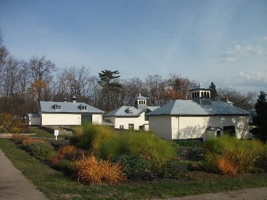 Tonnelle naturelle dans les jardins du potager - Photo de Domaine ...