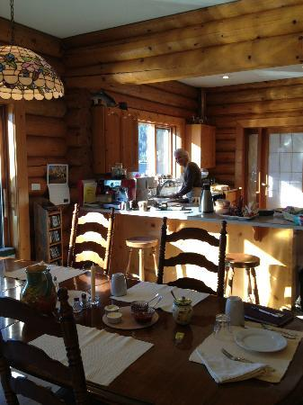 Sunflower Inn B&B: Breakfast area