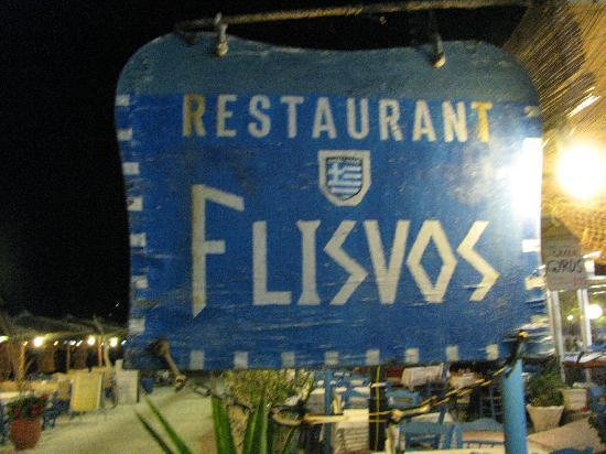 Restaurant / Taverna Flisvos : U will find this table on the beach