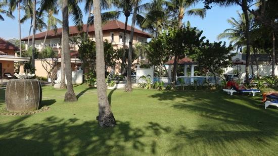 Legong Keraton Beach Hotel : grounds
