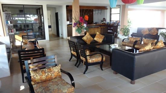 Legong Keraton Beach Hotel: front desk