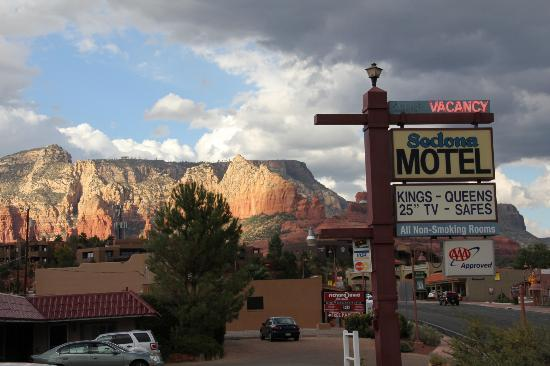 Sedona Motel: View north