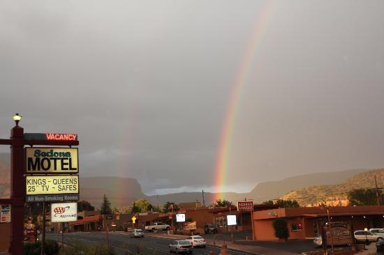 Sedona Motel: rainbow over motel
